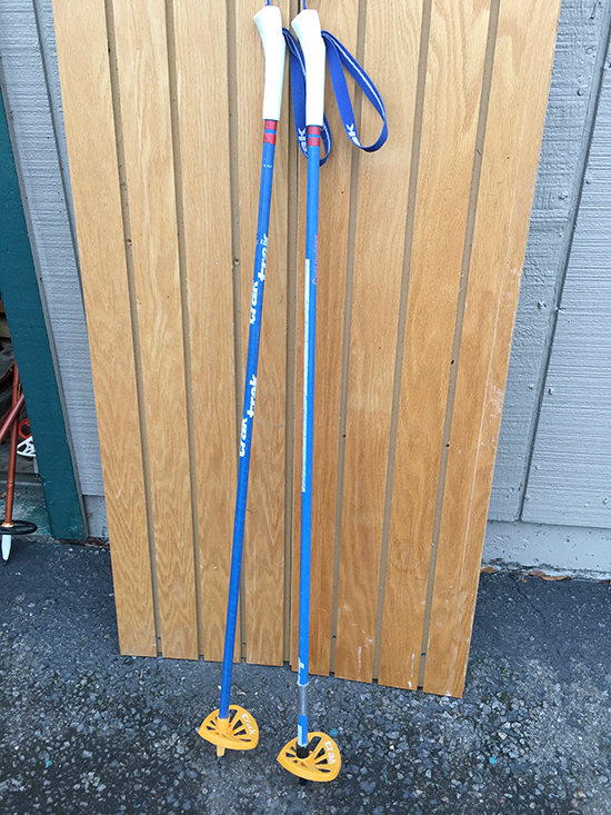 Single skiing poles